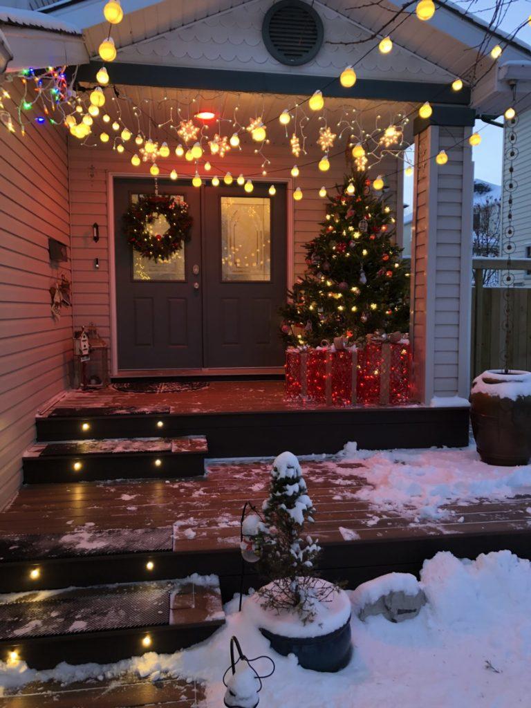 www.IamCalgary.ca I Am Calgary Christmas front deck